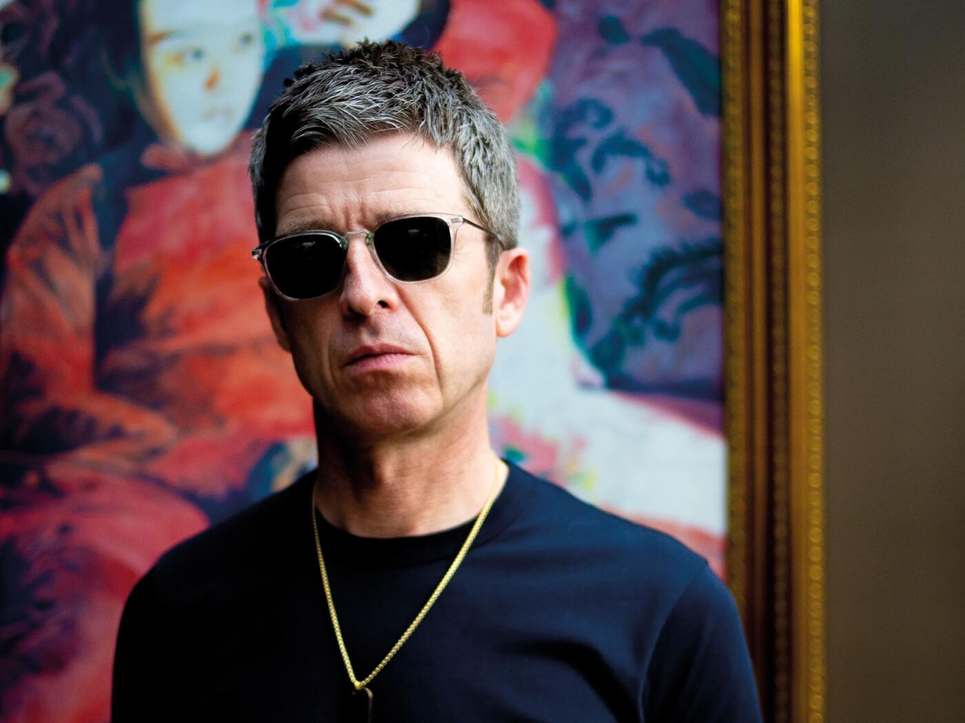 """Noel Gallagher lança clipe de """"Blue Moon Rising"""". Faixa que dá nome ao seu novo EP."""