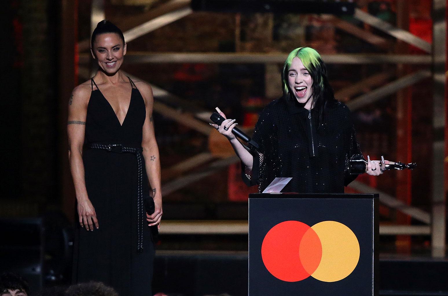 Artistas britânicos são premiados no 20º BRIT Awards